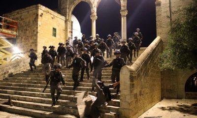 Fuerzas de seguridad israelíes se despliegan en el complejo de la mezquita al-Aqsa de Jerusalén. Foto: Ahmad GHARABLI / AFP