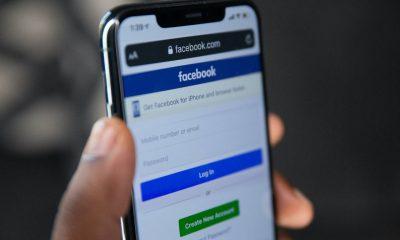 Celular con la red Facebook