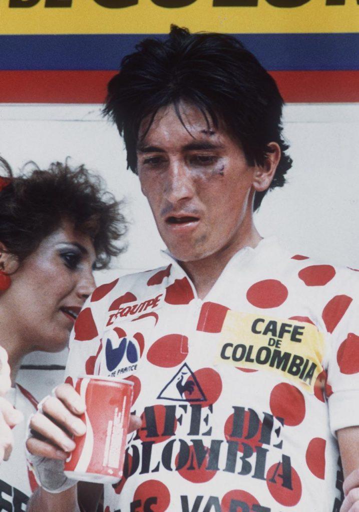 Lucho Herrera luego de ganar la etapa 14 del Tour de Francia 1985, tras sufrir una caída. Foto: AFP