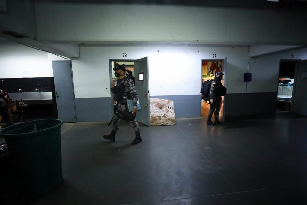 Miembros del Inpec sorprendieron a los reclusos en el marco de una megaoperativo de intervención en centros penitenciarios de Colombia.