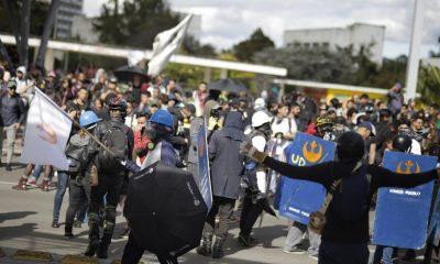 Primera linea politica colombia