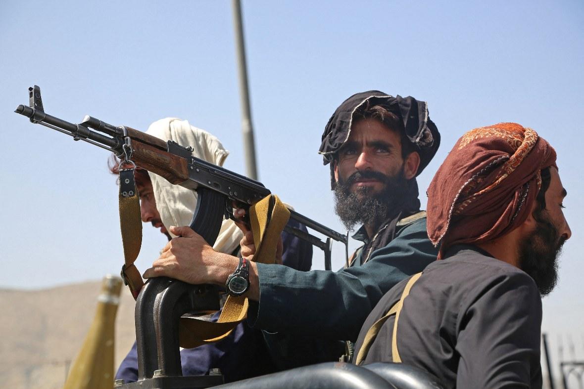 Talibanes advierten consecuencias si Estados Unidos retrasa su partida
