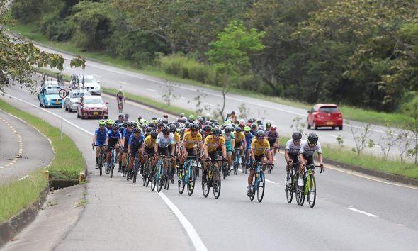 Ciclistas durante una de las etapas de la Vuelta a Colombia