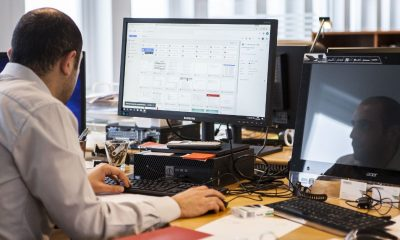 Trabajador computadora