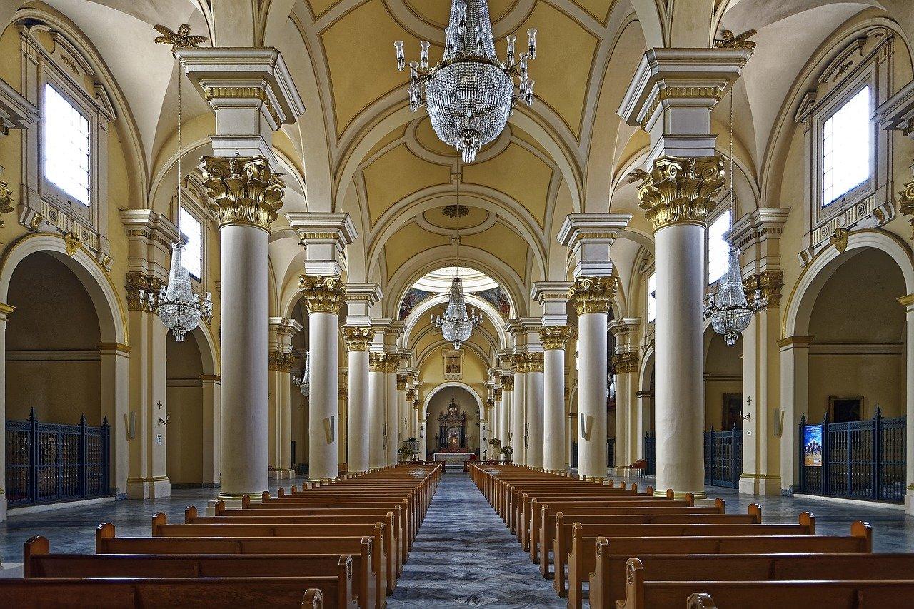 ¿Las iglesias deberían pagar impuesto de renta?