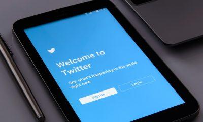 Tableta con imagen de Twitter